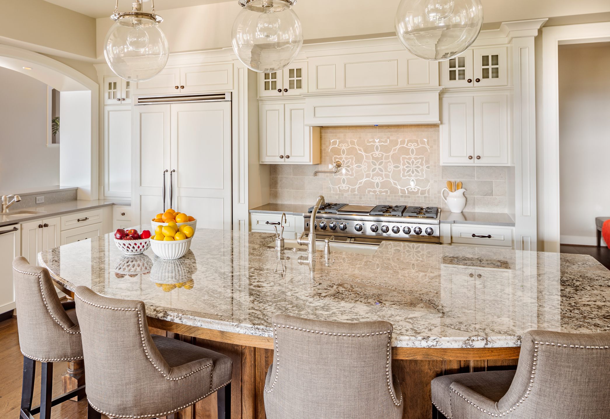 Kitchen with Island, Sink, Cabinetrs, and Hardwood Floors representing Custom Homes in Tampa